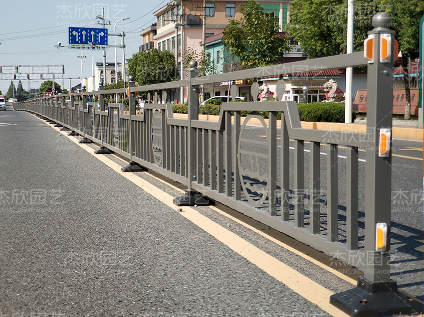 道路护栏生产厂家如何选择?